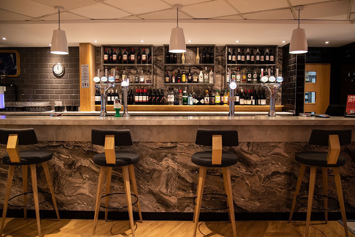 London Stansted Airport - Bar Restaurant Hotel