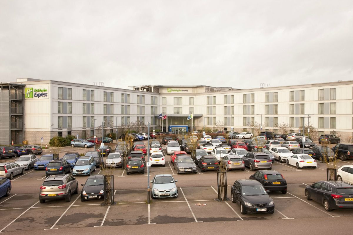 Holiday inn express london stansted hotel best price guaranteed our stansted airport hotel is a convenient base for exploring east anglia and the norfolk broads via the a11 a12 and a120 kristyandbryce Choice Image